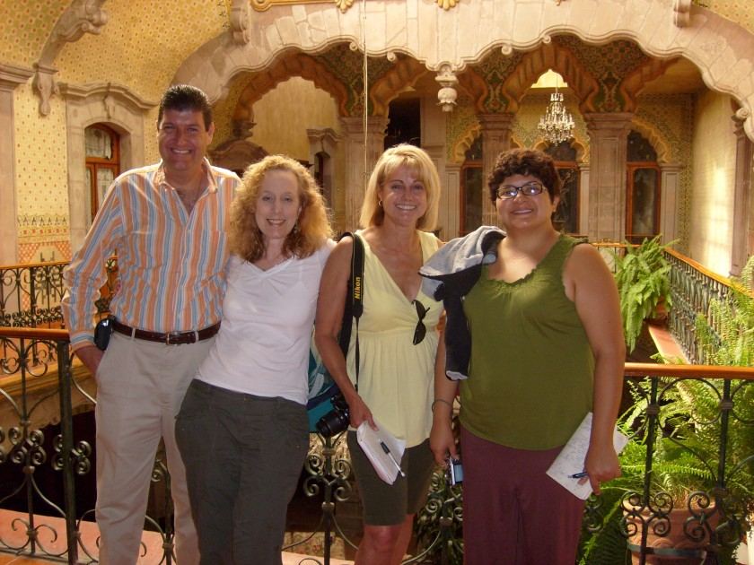 Periodistas USA y dueno Casa de la Marquesa (1)